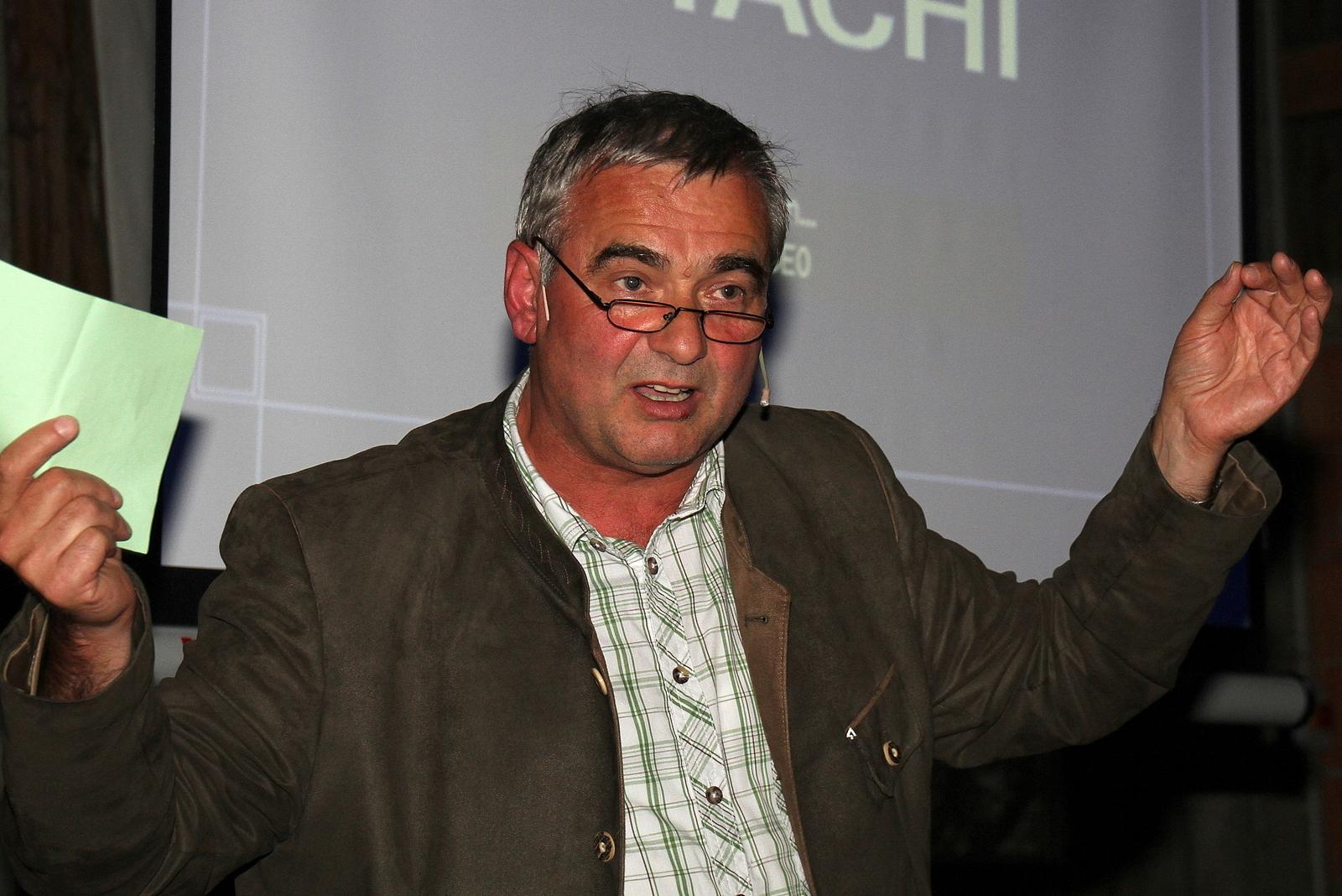 Landwirtschaftsamtsleiter Alfons Leitenbacher stresste die Wichtigkeit eines ökologischen, nachhaltigen Kreislaufs in der Landwirtschaft.
